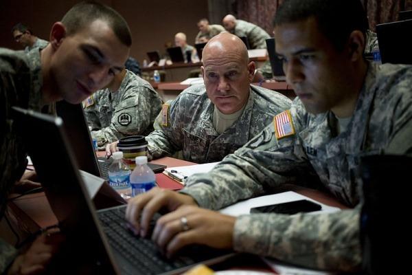 Как государства и корпорации ведут мировую войну через интернет